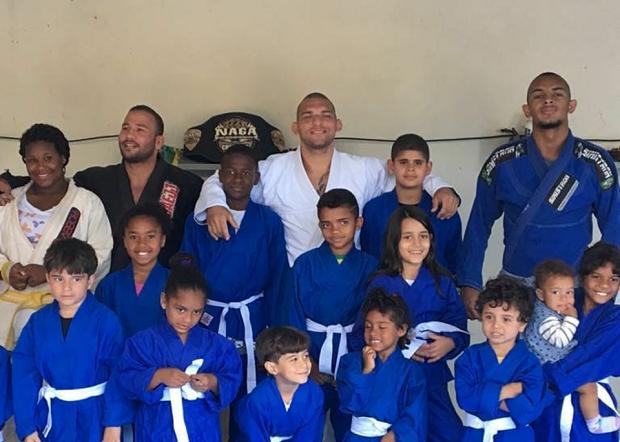 Faixa-preta de Mario Sperry retribuiu 'gratidão ao Jiu-Jitsu' com projeto social em Pedra de Guaratiba; veja