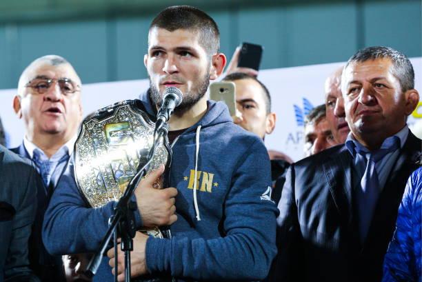 Khabib aponta empate em luta principal do UFC 236 e 'marca' luta com Poirier