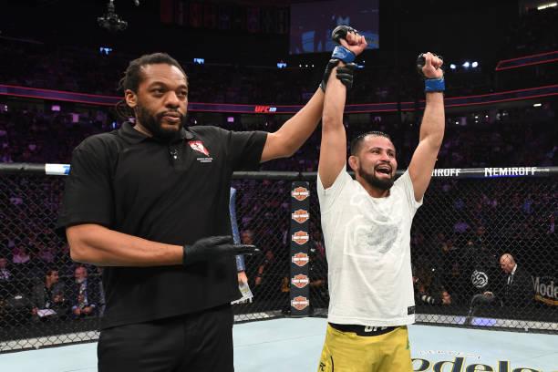 Em card preliminar movimentado, Brasil tem saldo positivo no UFC 229 com vitórias de Formiga e Luque