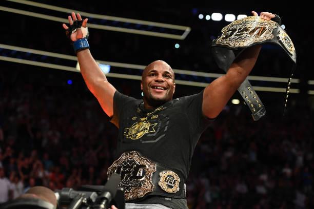 UFC encaminha Cormier contra Lewis para edição 230, em Nova York; Valentina x Joanna volta ao UFC 231