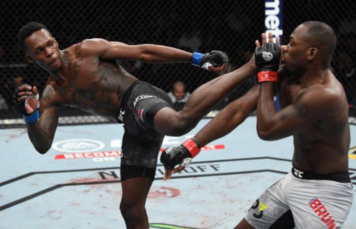 Israel Adesanya detalha nocaute no UFC 230 e fala sobre atuação de Derek Brunson: 'Ficou em pânico'