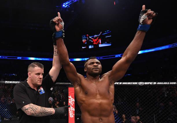 Chinês e Francis Ngannou lideram premiações do UFC Pequim após boas vitórias por nocaute
