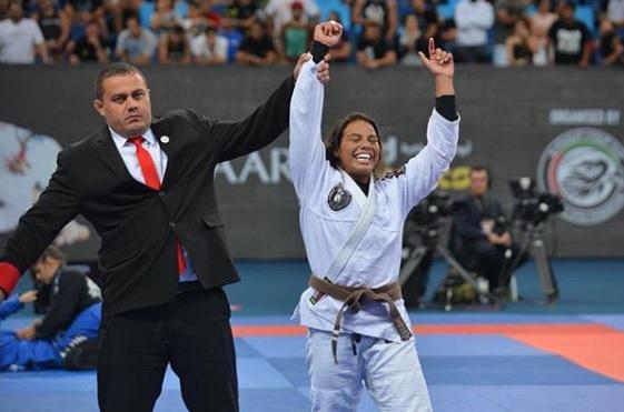 Vídeo: Julia Boscher quer impactar mulheres com o 'poder' do Jiu-Jitsu e projeta faixa-preta; assista