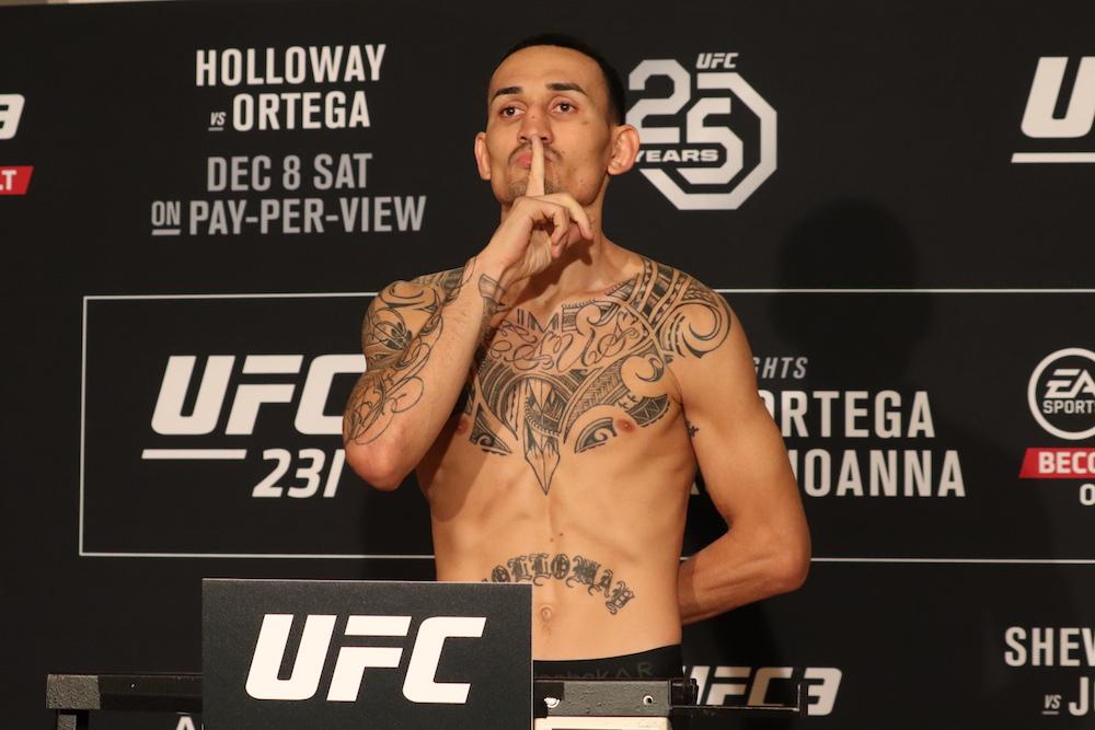 Holloway bate o peso e faz gesto de silêncio; disputas de título do UFC 231 são confirmadas