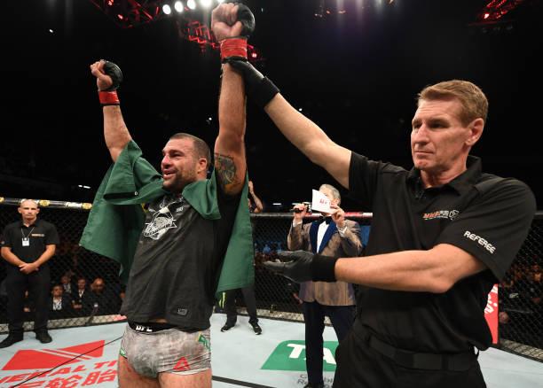 Após nocautes, Shogun e estreante nigeriano lideram premiações no UFC Adelaide; saiba mais